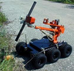 Робот обезвреживает взрывоопасное устройство (ВУ)